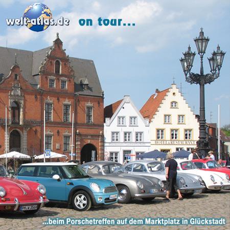 welt-atlas ON TOUR in Glückstadt,  Porsche-Treffen auf dem Marktplatz vor dem Rathaus, Kreis Steinburg