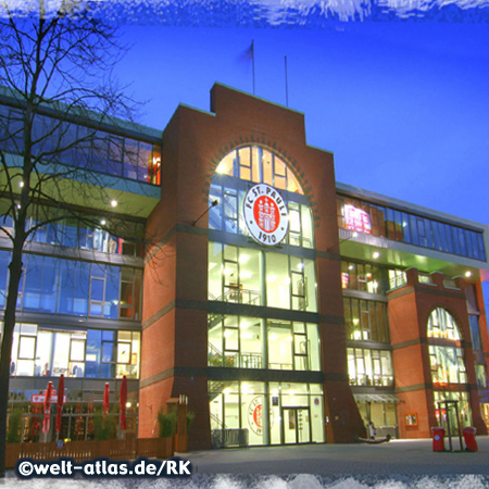 Fassade der Südtribüne, hier sind Kartencenter, Fanshop, Kindergarten Ballsaal, Kneipe und Geschäftsräume untergebracht