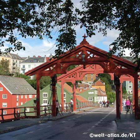 Alte Brücke, die Bybrua über den Nidelva in Trondheim