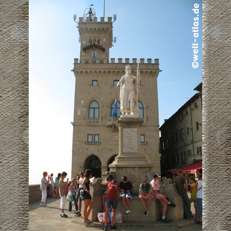 Palazzo Publico, Piazza della LibertaRegierungspalast, San Marino