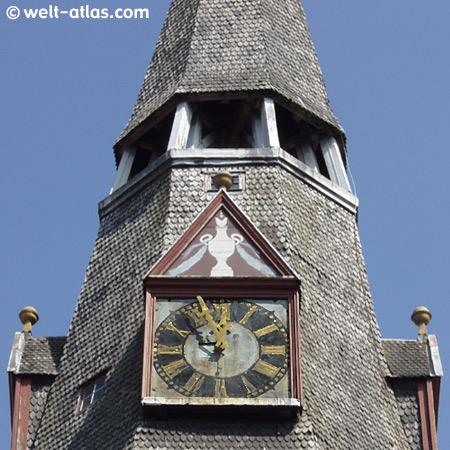 Turm und Uhr der Christkirche in Tønder