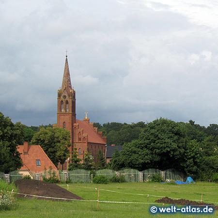 Kirche von Lebbin (Lubin) auf der Insel Wollin am Großen Haff im Wolliner Nationalpark