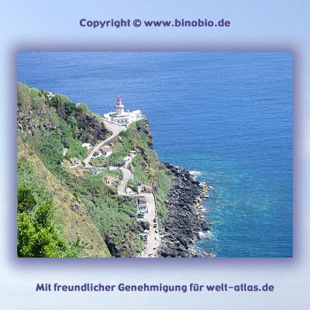 Leuchtturm Farol do Arnel, ältester Leuchtturm der Azoren auf São Miguel -Urlaubsbericht: Wandern auf den Azoren von Hans van Gelderen unter:http://azoren.binobio.de/acores.htm