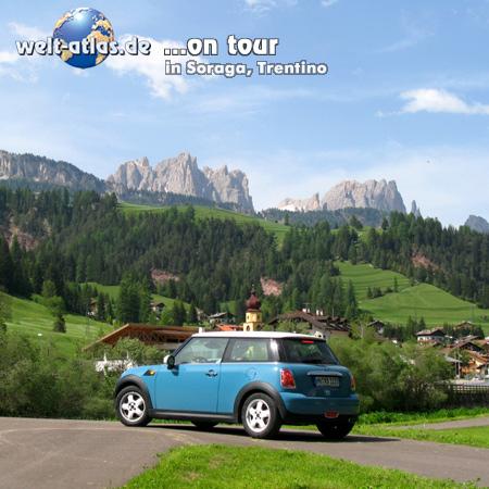 Welt-atlas ON TOUR mit Mini im Fassatal, Soraga unterhalb der Rosengarten-Gruppe, Dolomiten