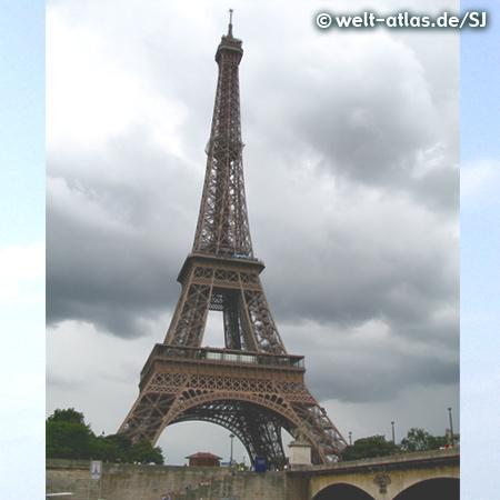 Der Eiffelturm, erbaut zur Weltausstellung 1889 in Paris