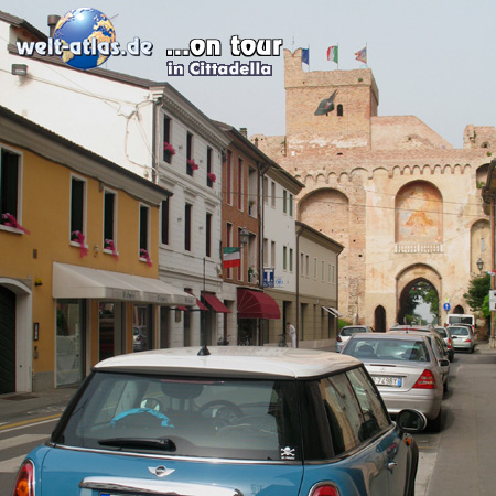 welt-atlas ON TOUR mit Mini in Cittadella an der Porta Treviso