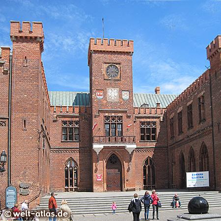 Rathaus in Kolobrzeg, erbaut nach einem Entwurf des Architekten Karl Friedrich Schinkel im neogotischem Stil