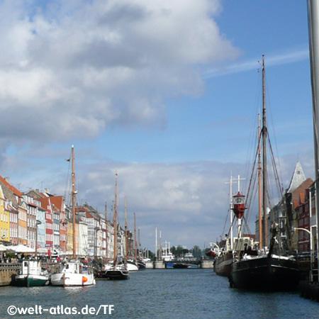 Bunte Häuser, Schiffe, Vergnügungsviertel