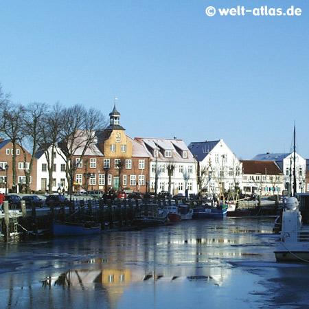 Tönning, historischer Hafen im Winter