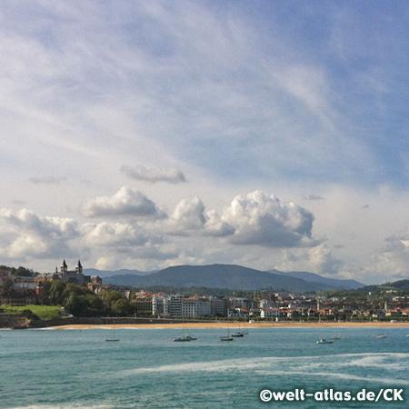 Die Bahia de La Concha, links die Türme des Seminario in Donostia-San Sebastián