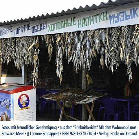 """Fischhändler, UkraineFoto: mit freundlicher Genehmigung  """"Erlebnisbericht"""" Mit dem Wohnmobil Schwarzes Meer © Leonore Schnappert • ISBN: 978-3-8370-2340-4 • Verlag:  Books on Demand"""