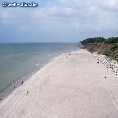 Strand und Steilküste im Seebad Trzesacz (Hoff) an der Ostsee, Polen