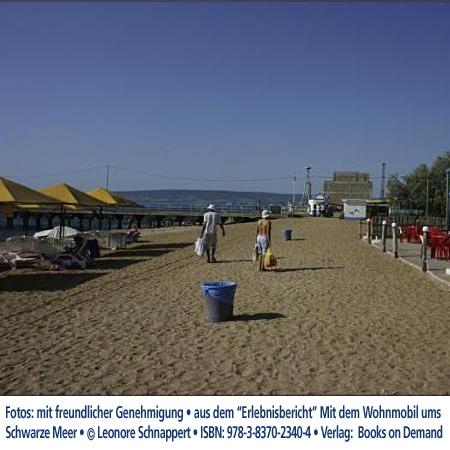 """Beach at Kerch, Ukraine, eastern Crimea Foto:""""Erlebnisbericht"""" Mit dem Wohnmobil Schwarzes Meer © Leonore Schnappert • ISBN: 978-3-8370-2340-4 • Verlag:  Books on Demand"""