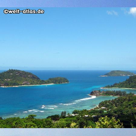 Blick von der Mission Lodge auf Anse Islette, Port Glaud und die Inseln Thérèse, Conception