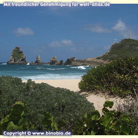 Felsen an der Spitze der Halbinsel Pointe des Châteaux, Grande-TerreFotos: Reisebericht Guadeloupe, guadeloupe.binobio.de