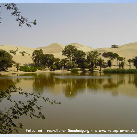 sand dunes of Huacachina, small natural lake in the desert, Peru.Foto:© www.reisepfarrer.de