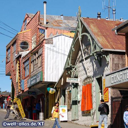 Reich verzierte Holzhäuser mit Schindeln auf Chiloé