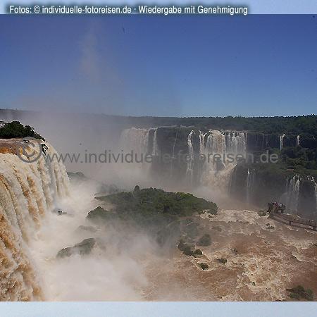 guaçu – Wasserfälle, dort treffen sich die Grenzen der Länder Brasilien, Argentinien und Paraguay©www.individuelle-fotoreisen.demit freundlicher Genehmigung für welt-atlas.de
