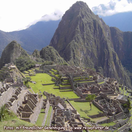 """ruins of Machu Picchu, """"The Lost City of the Incas"""", most important tourist attraction in PeruFoto:© www.reisepfarrer.de"""