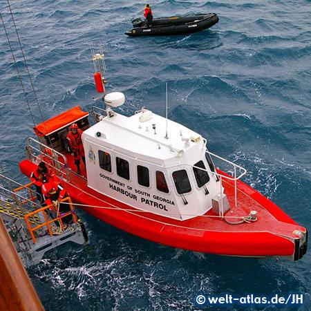 Boot der Harbour Patrol im Hafen von Grytviken, Südgeorgien