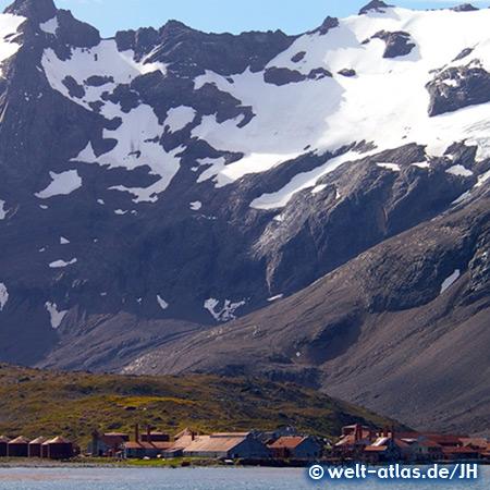 Rostende, verlassene Anlagen im Hafen von Grytviken, ehemalige Walfangstation in Südgeorgien