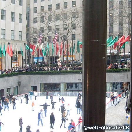 Schlittschuhlaufen im Rockefeller Center, Lower Plaza