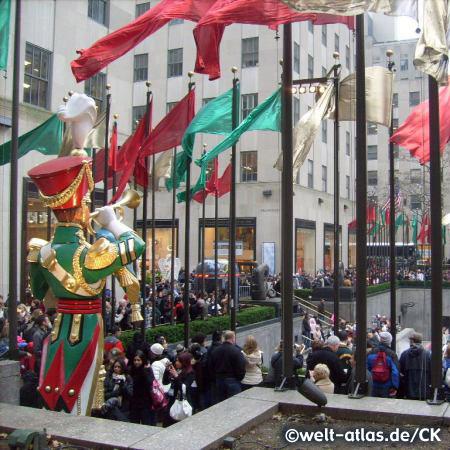 Eisbahn im Rockefeller Center, Lower Plaza
