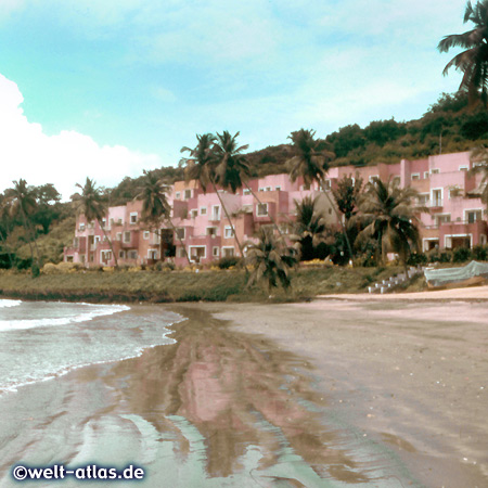 Cidade De Goa, Hotel am Vainguinim Beach