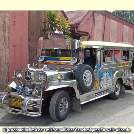 Jeepney, ein typisches philippinisches Verkehrsmittel