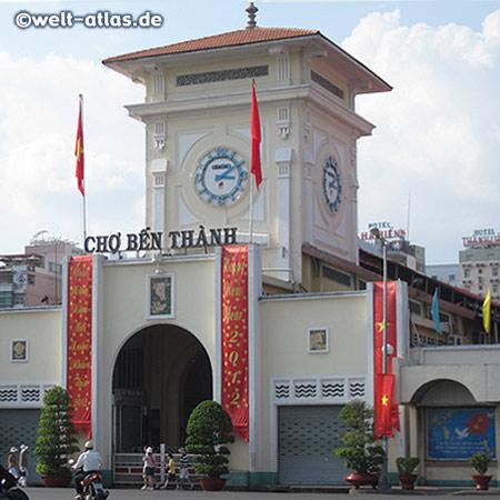 Der Uhrenturm der riesigen Cho Ben Thanh Markthalle ist eines der Wahrzeichen Saigons