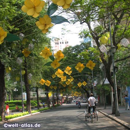 Blumen und Blüten, zum Tet-Fest sind die Straßen Saigons prächtig geschmückt