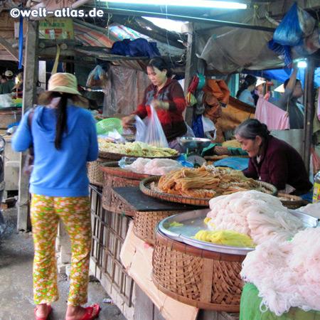 Nudeln auf dem Markt, in Hoi An