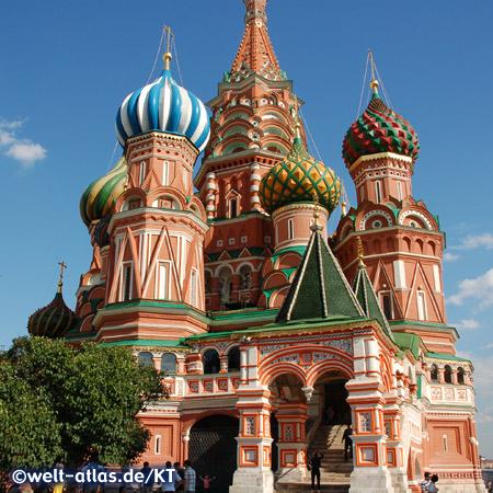 Wahrzeichen von Moskau sind die farbenprächtigen Kuppeln und Türme der Basilius-Kathedrale auf dem Roten Platz, jede der neun Hauptkuppeln steht für eine der einzelnen Kirchen der Kathedrale, UNESCO Weltkulturerbe