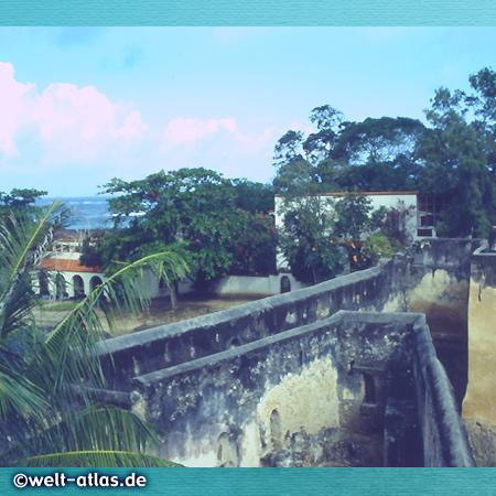 Mauern der Festung Fort Jesus, Mombasa, von den Portugiesen erbaut, UNESCO-Welterbe