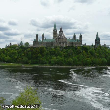 Parliament Hill, Parlamentshügel am Ufer des Ottawa River