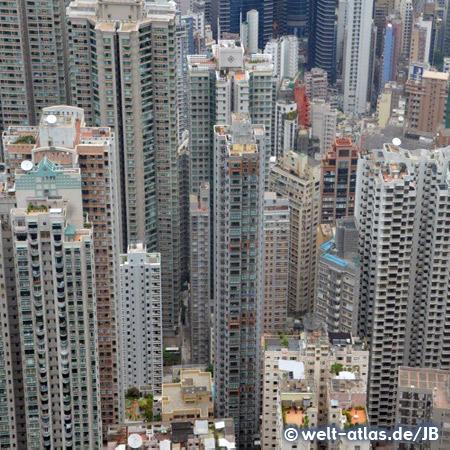Blick in die Hochhausschluchten von Hong Kong