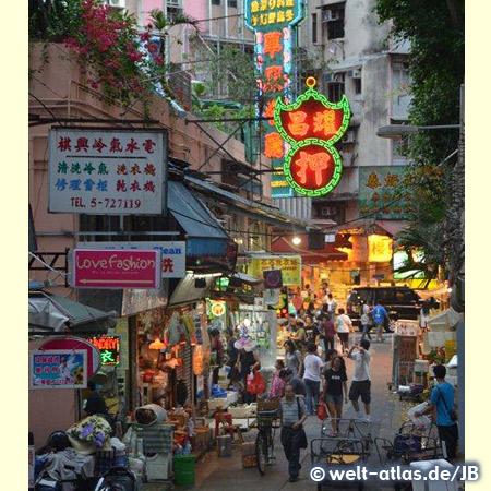 Hong Kong, street in the evening