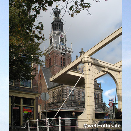 Holland Cheese Museum in the historic weigh house and historical bridge