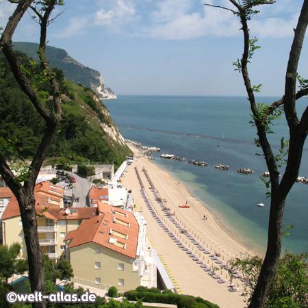 Beach, Numana, Riviera del Conero, Le Marche, Adriatic Coast, Italy