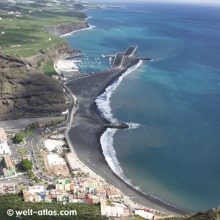 La Palma, Blick vom Mirador El Time auf den schwarzen Strand von Tazacorte