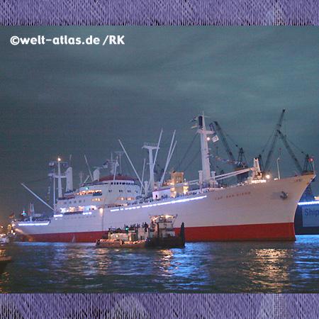 Die Cap San Diego bei Nacht im Hamburger Hafen, Hamburg Blue Port