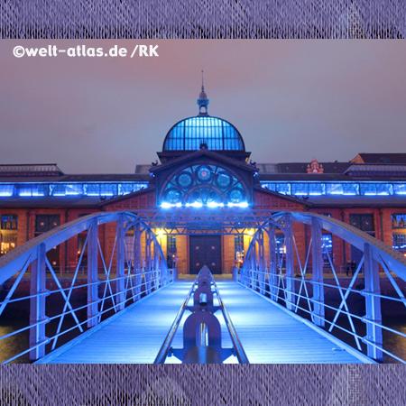 Fischauktionshalle in Hamburg-Altona,blaues Licht zu den Cruise Days, Baudenkmal, Fischmarkttrubel, Veranstaltungen