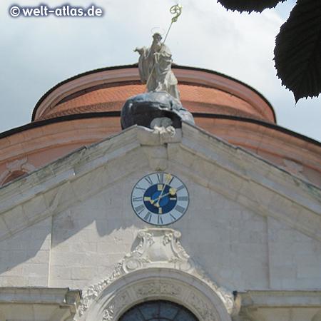 Uhr an der Abteikirche im Kloster Weltenburg an der Donau