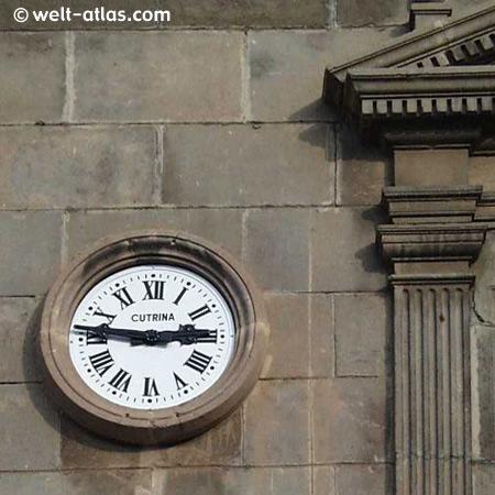 Uhr im Poble Espagnol, Barcelona,Spanien