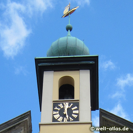 Barockfassade Altes Kaufhaus, Detail, mit Turmuhr und Ilmenauewer auf der Turmspitze, Lüneburg