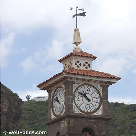 Turmuhr von San Juan Bautista im Ort San Juán de la Rambla, Teneriffa