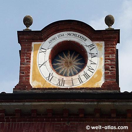 sundial Sonnenuhr, Künstlerdorf, Italy