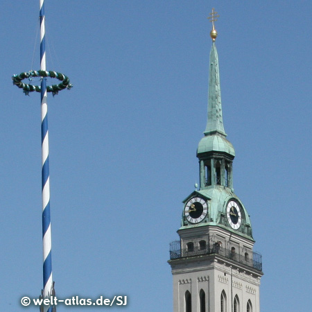 """Clock Tower at the """"Old Peter"""" and maypole at the Viktualienmarkt"""