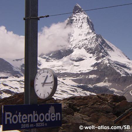 Uhr an der Station Rotenboden der Gornergratbahn, Blick auf das Matterhorn