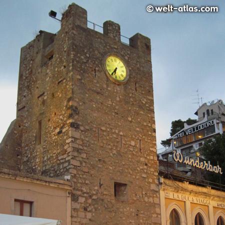 Torre dell'Orologio und Porta di Mezzoam Corso Umberto I